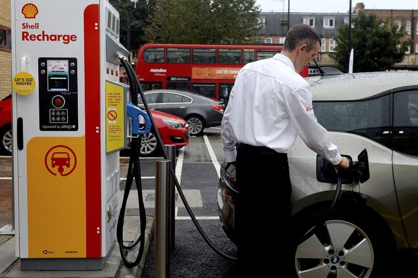 Shell opens first fast electric vehicle charging at UK petrol