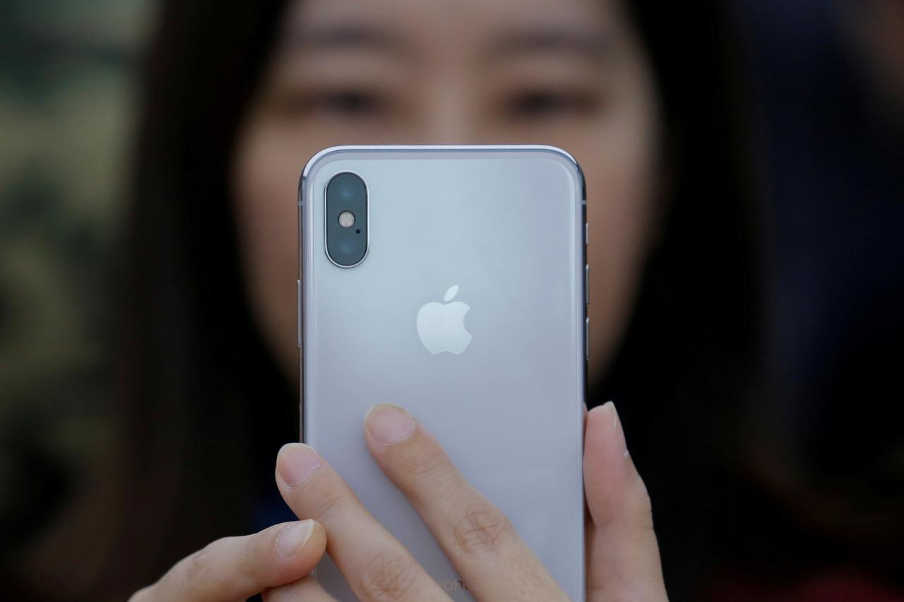 Ahead Of Iphone X Launch China Vendors Cut Prices 8 Models