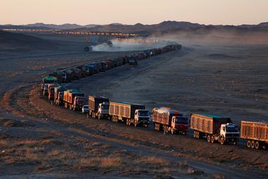 アングル:モンゴル国境で大渋滞、対中国「石炭ブーム」脅かす