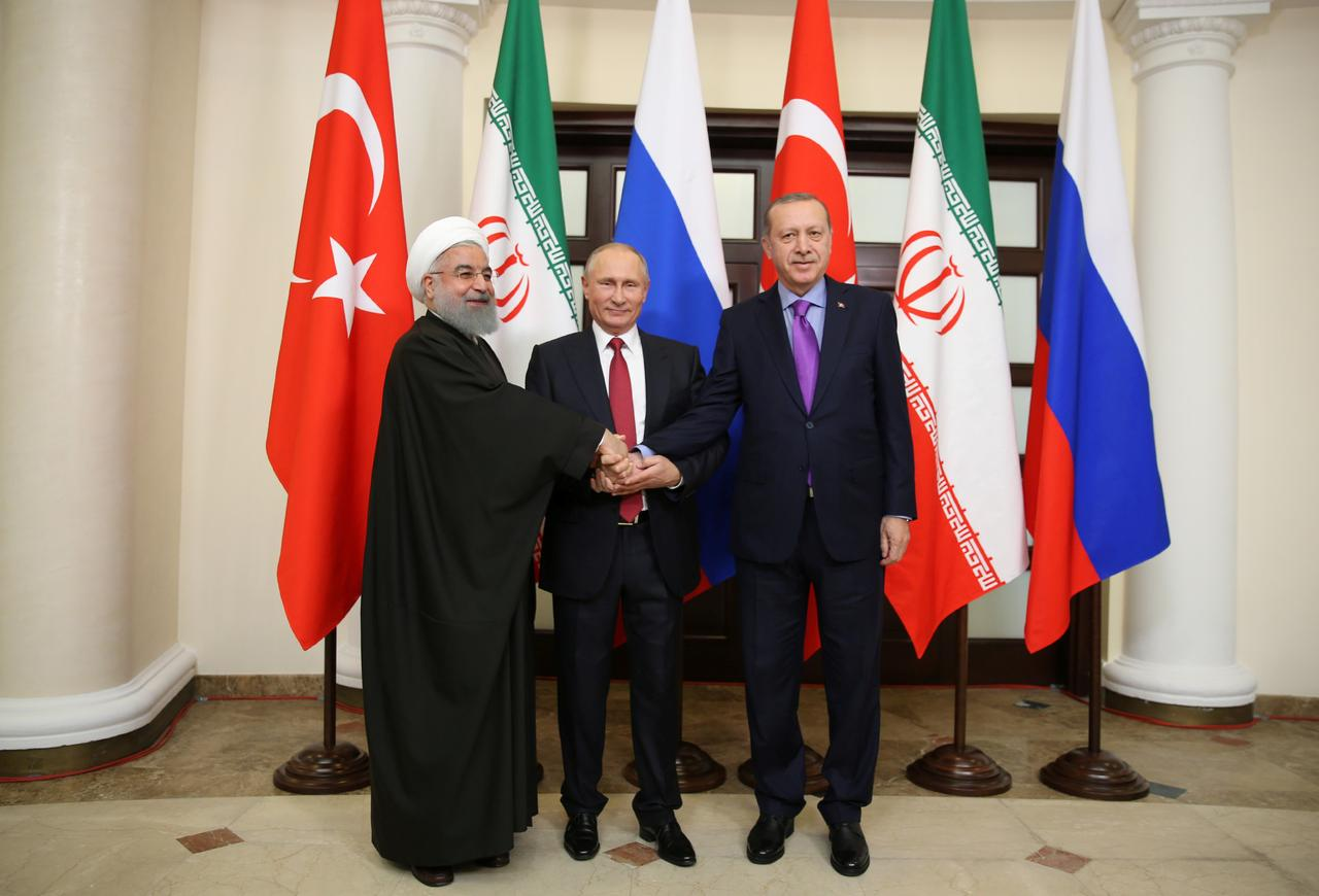 I presidenti Tayyip Erdogan della Turchia, Vladimir Putin della Russia e Hassan Rouhani dell'Iran si incontrano a Sochi, in Russia, il 22 novembre 2017. Credits to: Kayhan Ozer/REUTERS.