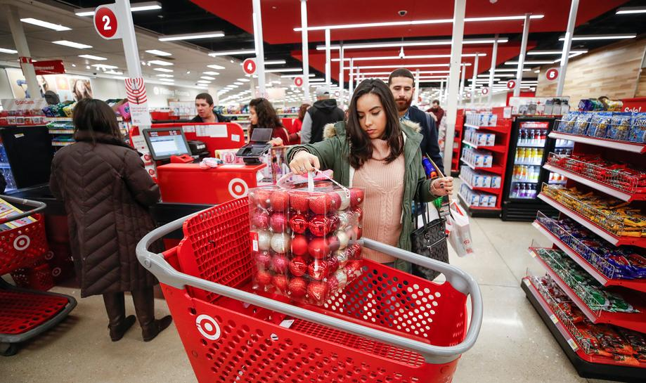 U.S. online sales surge, shoppers throng stores on Thanksgiving evening
