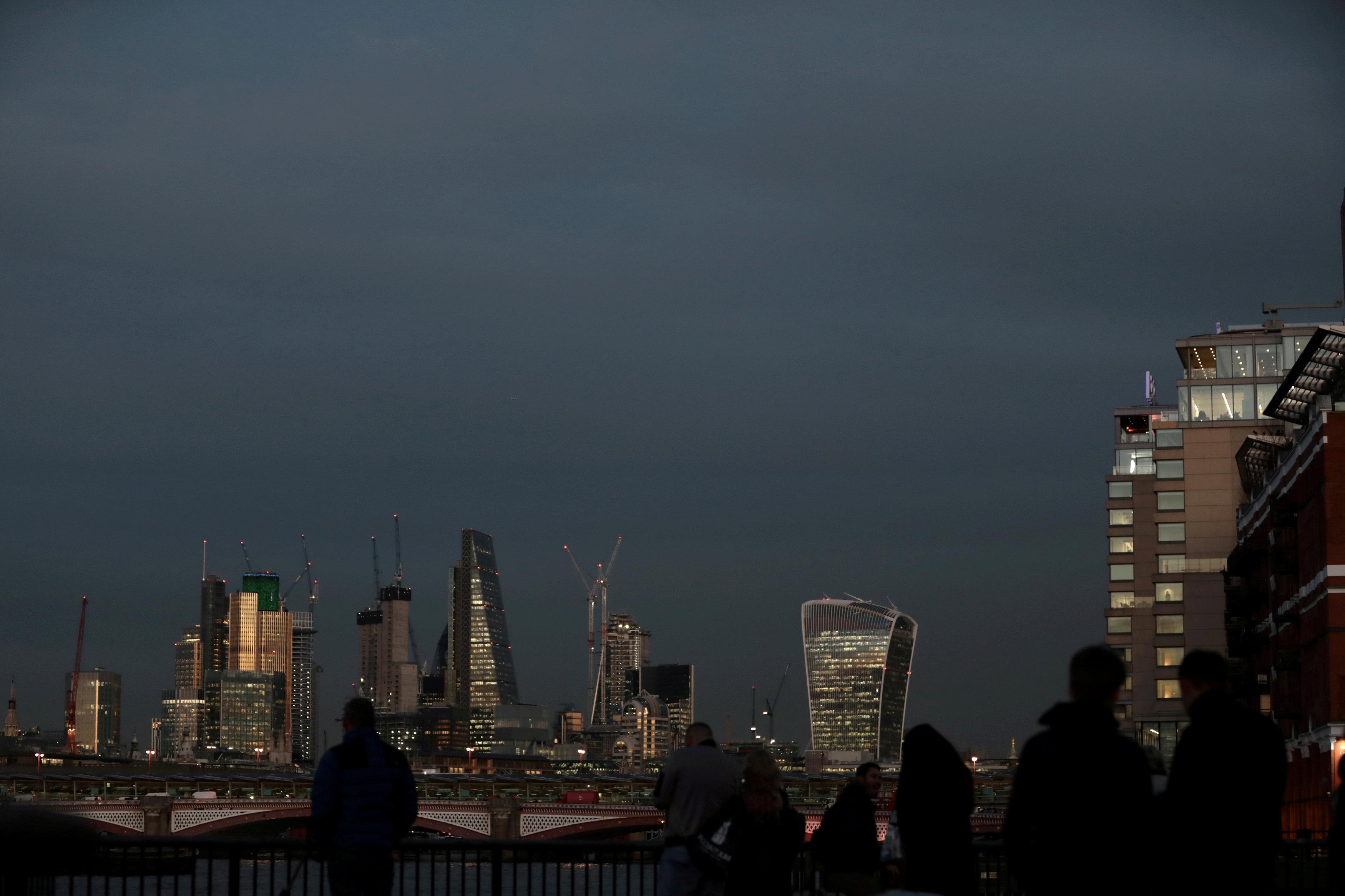 JPMorgan, Goldman Sachs come top of banker pay league in Britain