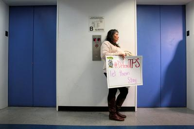 Salvadorans protest losing immigration status