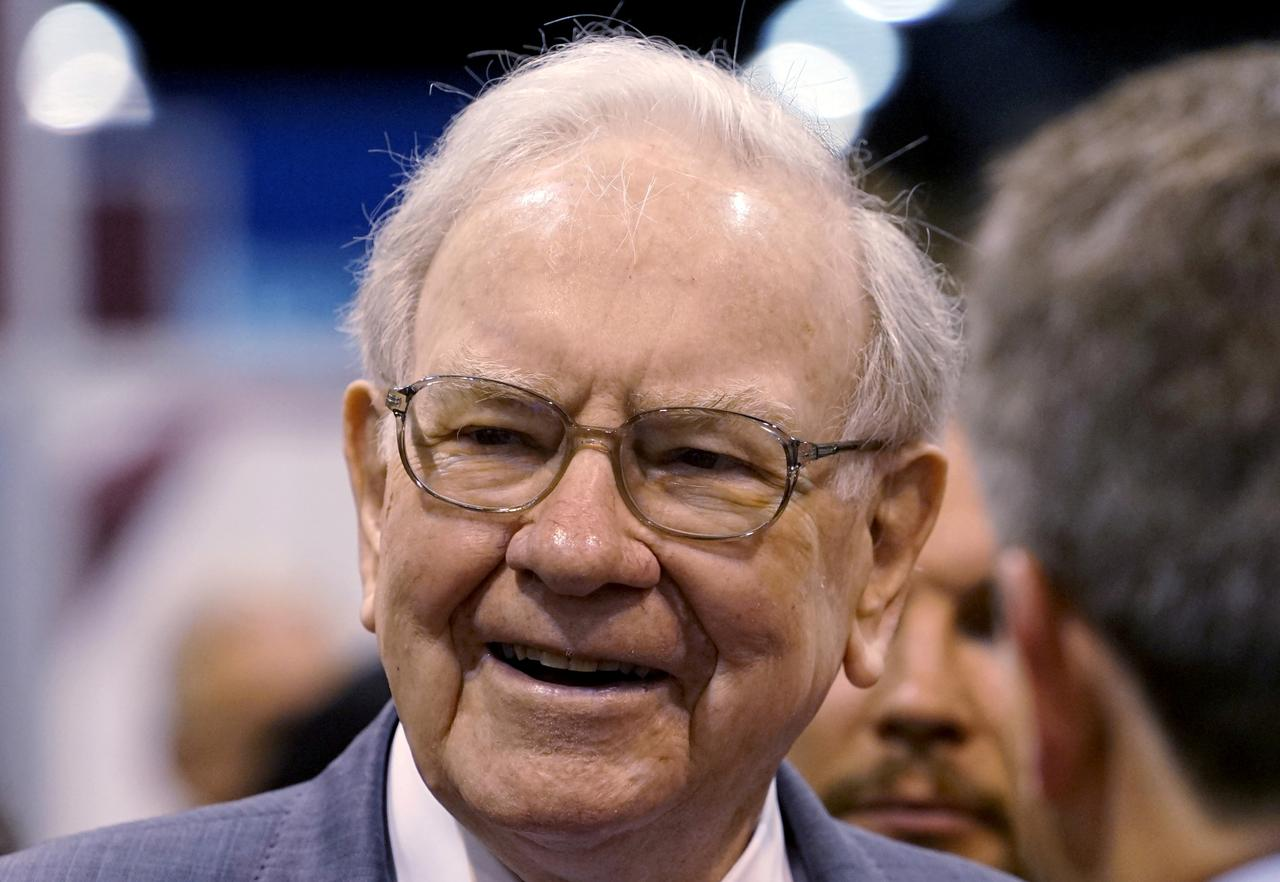Image result for Warren Buffett promotes 2 potential Berkshire successors