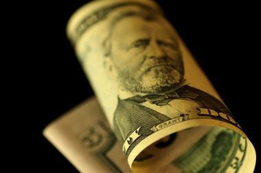 アングル:ドル急落の背景と今後の見通し