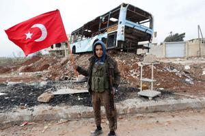 Turkish forces push into Syria
