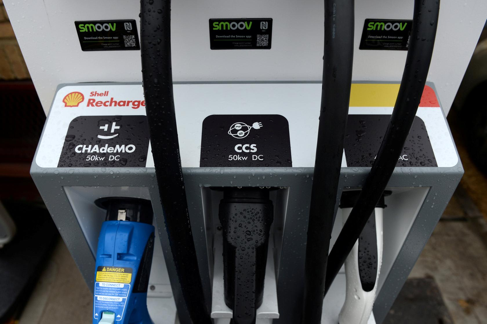Plug Wars The Battle For Electric Car Supremacy Reuters Ltc4012 Fastcharge Battery Charger Controller Electronic Project File Photo Chargers Are Seen At Holloway Road Shell Station Where Is Launching Its First Fast Vehicle Charging In