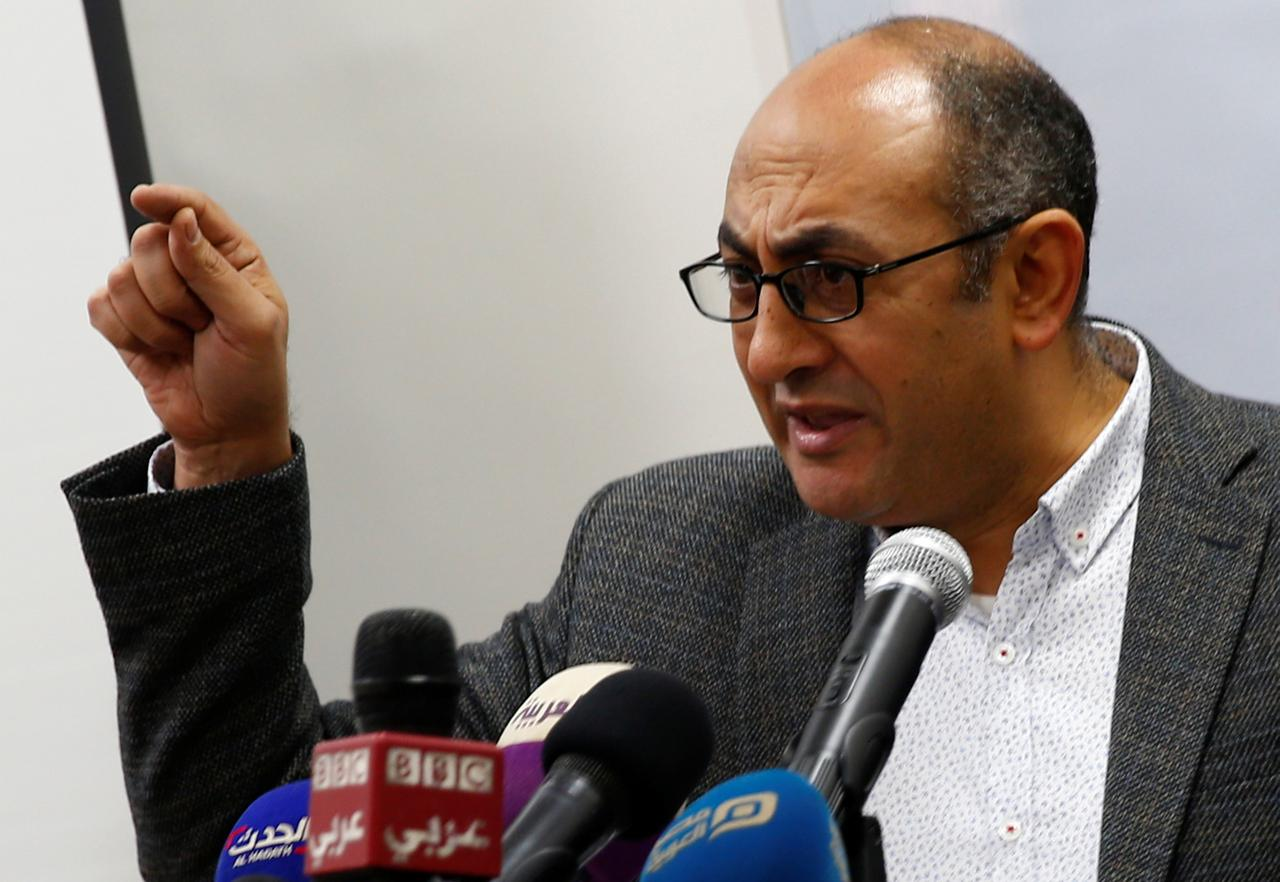 المحامي الحقوقي المصري البارز خالد علي خلال مؤتمر صحفي في القاهرة يوم 17  يناير كانون الثاني 2018. تصوير: عمرو عبد الله دلش - رويترز.