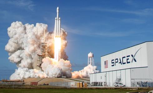Debut launch of SpaceX Falcon Heavy