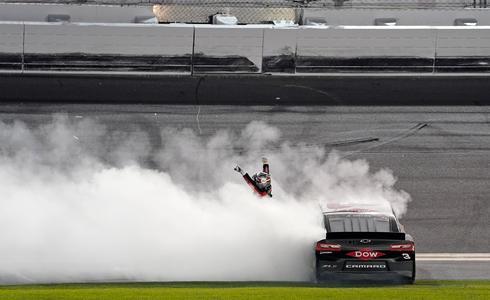 Austin Dillon wins Daytona 500