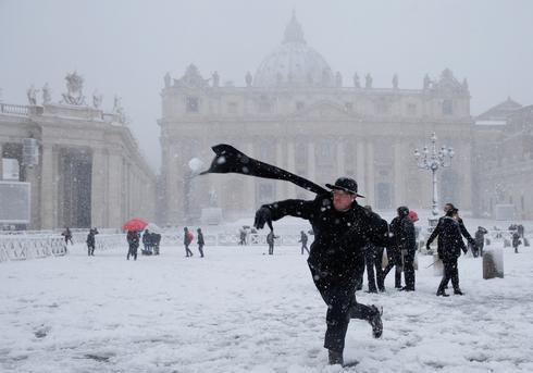 Rare snowfall in Rome