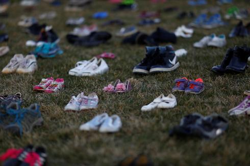 Thousands of shoes cover Capitol Hill lawn