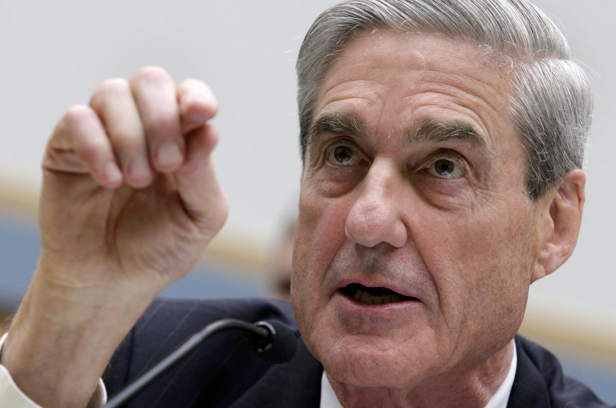 Republican senators warn Trump not to end Russia probe