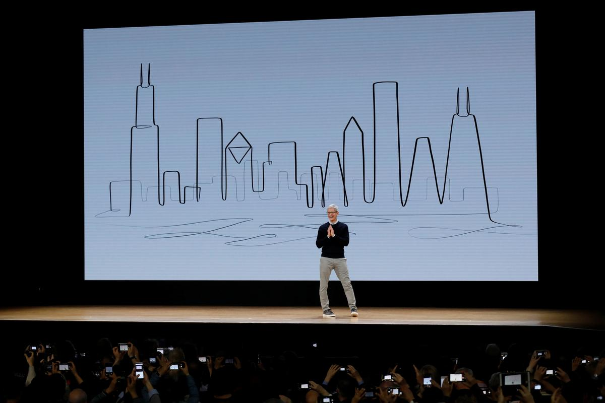 Apple updates iPad lineup at Chicago education event | Reuters