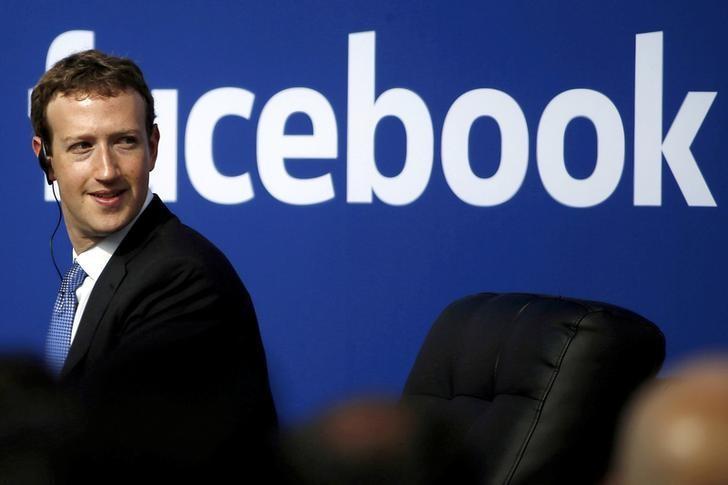 4月4日、米フェイスブックは、これまで5000万人分以上と報じられていた利用者情報の流出規模が、最大8700万人分に上る恐れがあるとの認識を示した。写真はザッカーバーグCEO、カリフォルニア州で2015年9月撮影(2018年 ロイター/Stephen Lam)