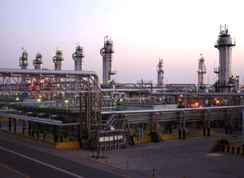 Saudi's May crude oil price hike for Asia confounds traders