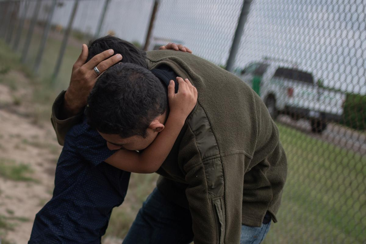 U S  says it will separate families crossing border