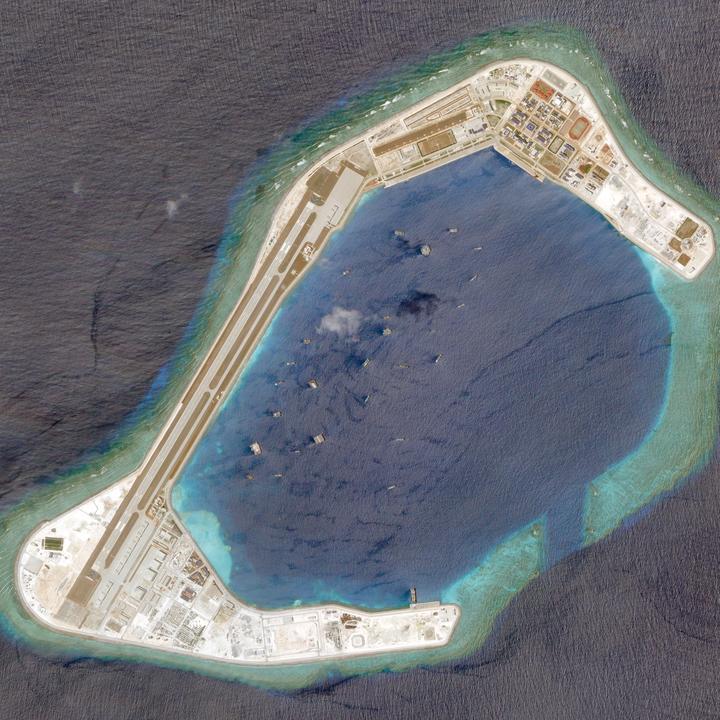 焦点:南シナ海の人口島に中国の「街」、軍事拠点化へ整備着々