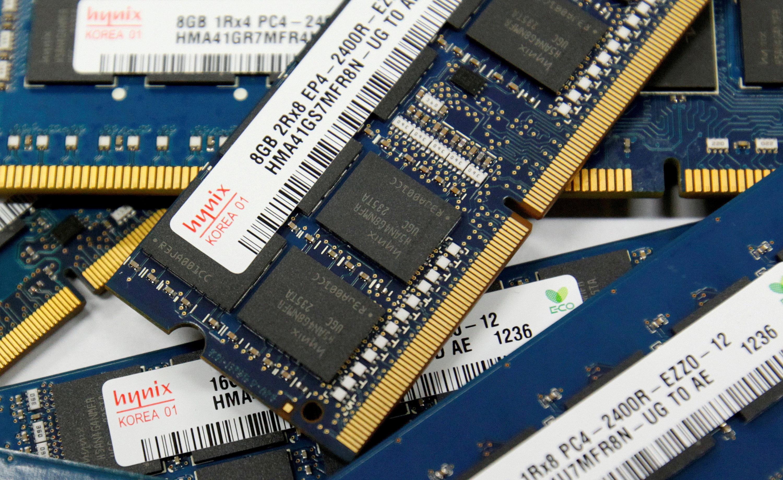 China launches DRAM chip price probe into Samsung Elec, SK