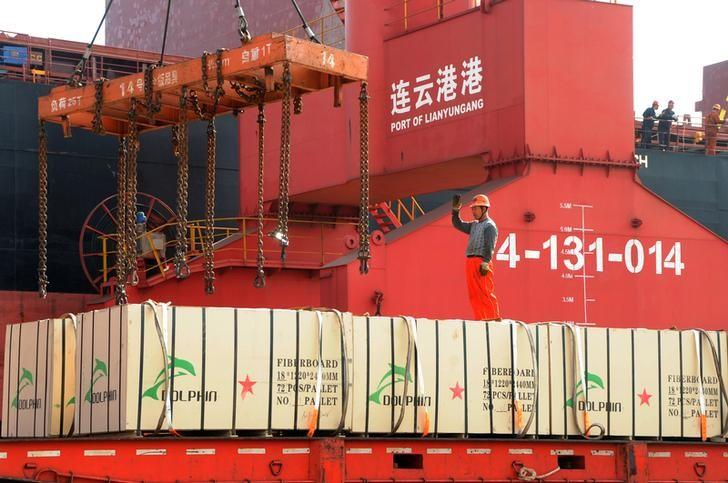 China's export growth steady in May, import growth faster