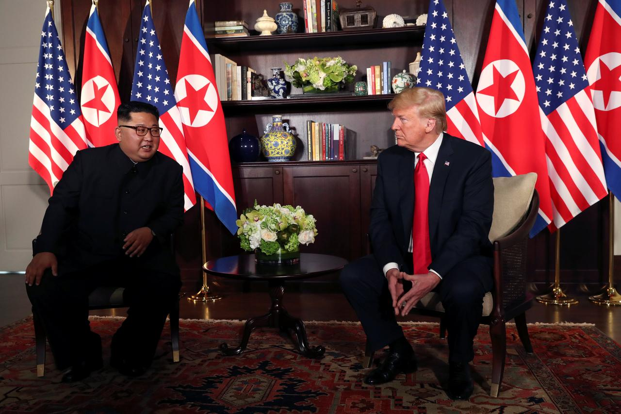 Alpha male' handshakes as Trump, Kim meet, but body language