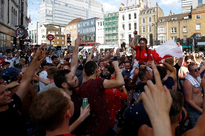 Inglaterra estalla de alegría cuando el equipo llega a las semifinales de la Copa del Mundo