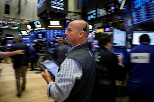 ac7bfdaea1d33 Traders work on the floor of the New York Stock Exchange (NYSE) in New