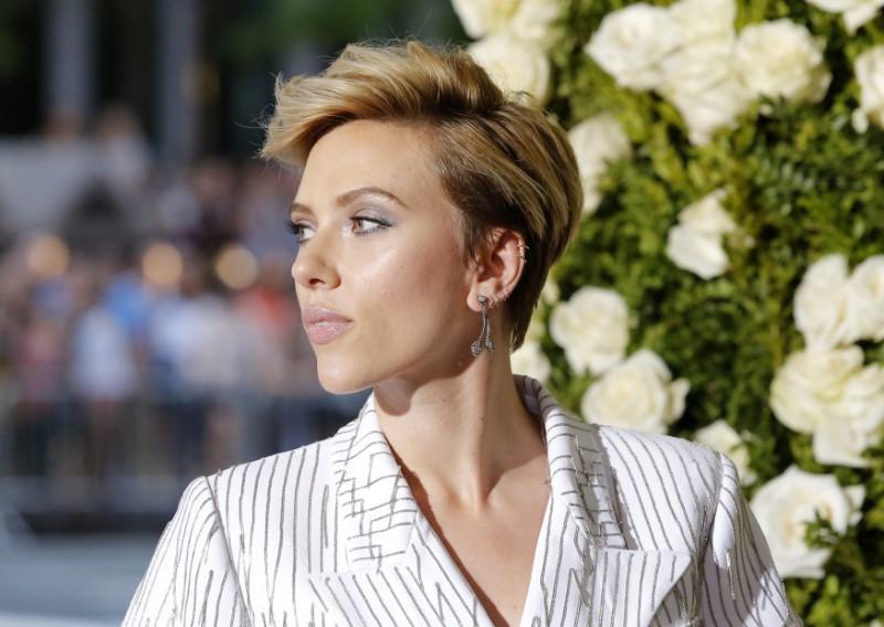 Scarlett Johansson desiste de papel de transgênero em filme após críticas da comunidade LGBT