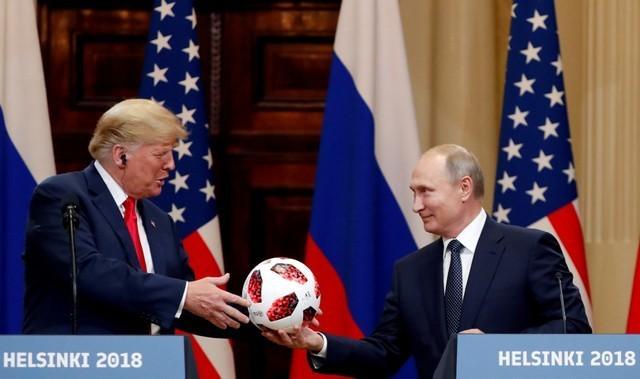 Shock, alarm as Trump backs Putin on election meddling at summit | Reuters