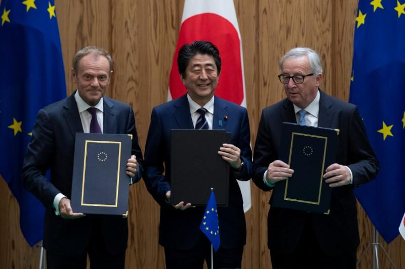 Japan Eu Sign Free Trade Pact Amid Worries About Trump Reuters