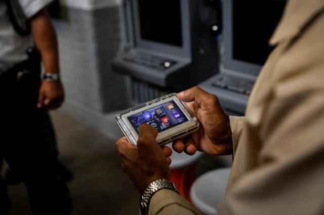 In U S  prisons, tablets open window to the outside world