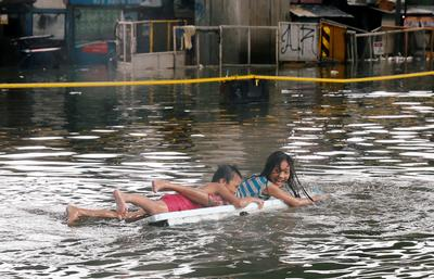 Tropical storm floods Manila streets