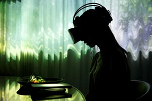 Eating in virtual reality