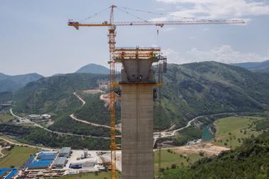 焦点:モンテネグロを悩ませる中国の「行き先のない高速道路」