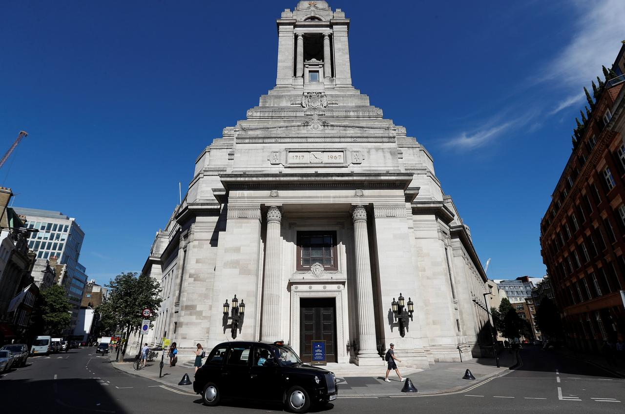 England's Freemasons to allow women - if they were once male