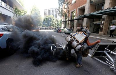 Right-wing protesters and opponents clash in Portland