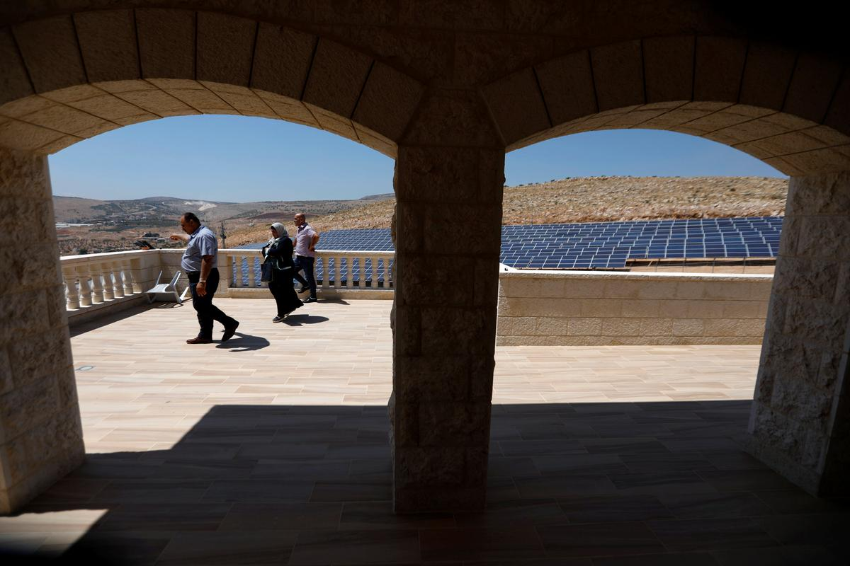 Palestinians turn to the sun to reduce their power shortfall
