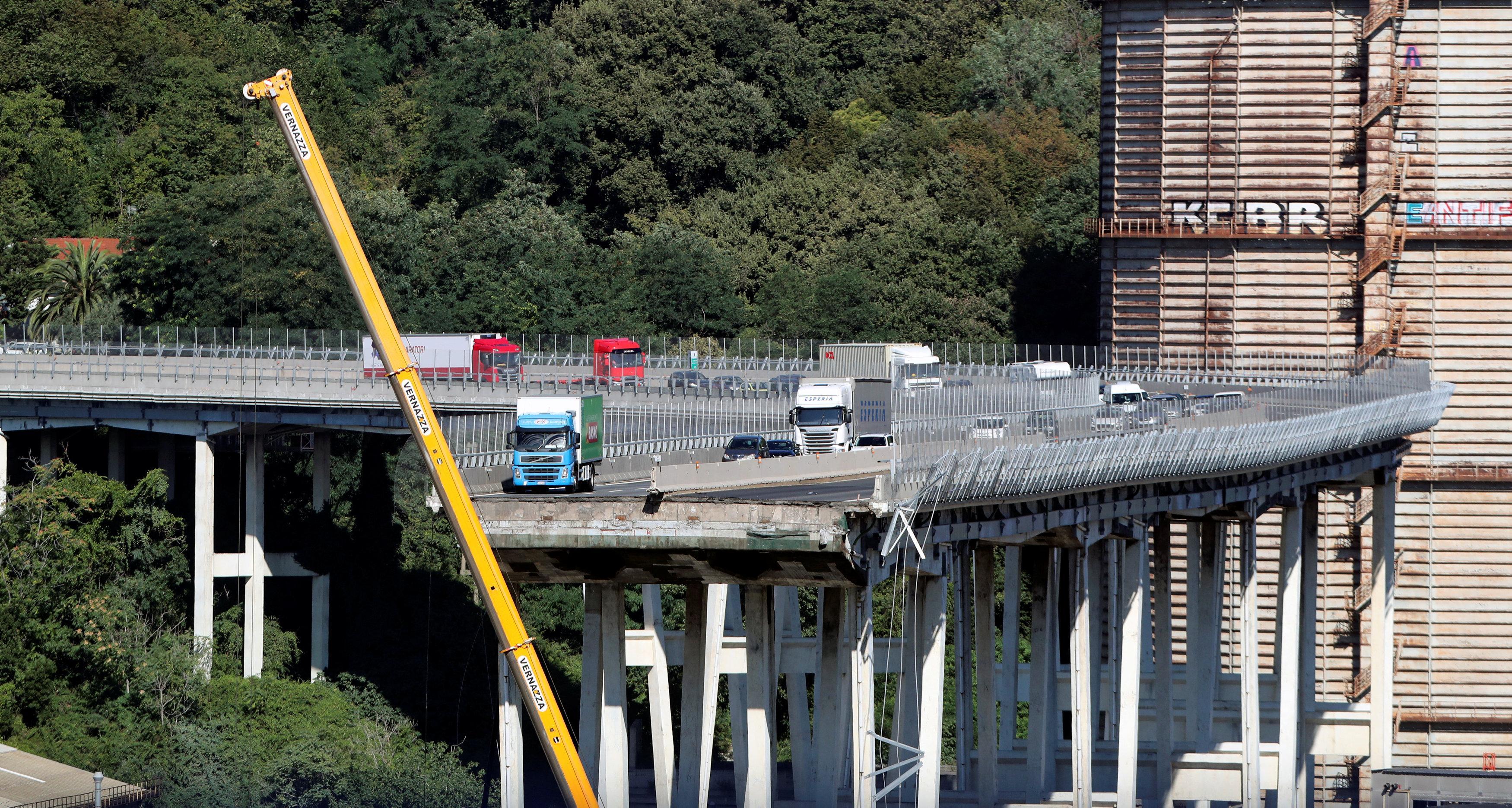 Italia dice que el operador del puente colapsado debe ayudar a financiar la reconstrucción