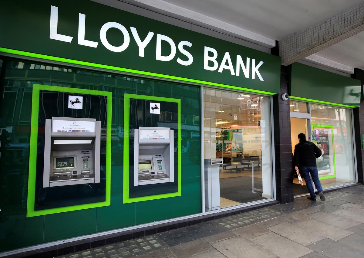 Britain's biggest banks report 64 payment outages in last three months | Reuters