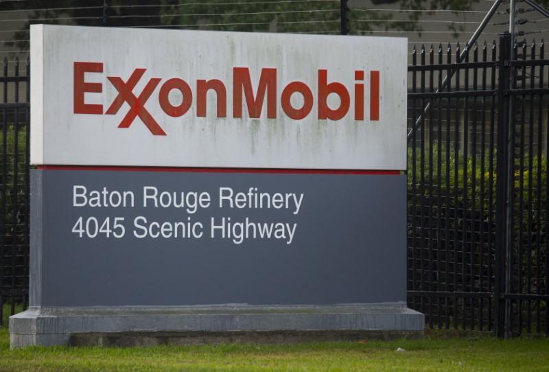 U S  judge rules securities suit against Exxon, executives