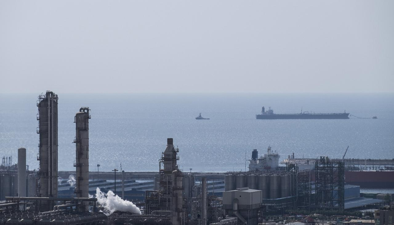 China shifts to Iranian tankers to keep oil flowing amid U.S. sanctions – sources