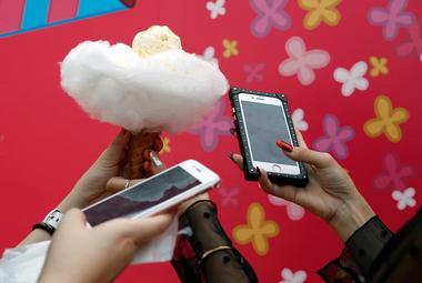 焦点:官房長官発言で携帯電話会社に再び激震、狭まる値下げ包囲網