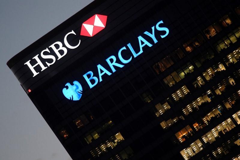 Big banks win dismissal in U S  of bond rigging lawsuit - Reuters