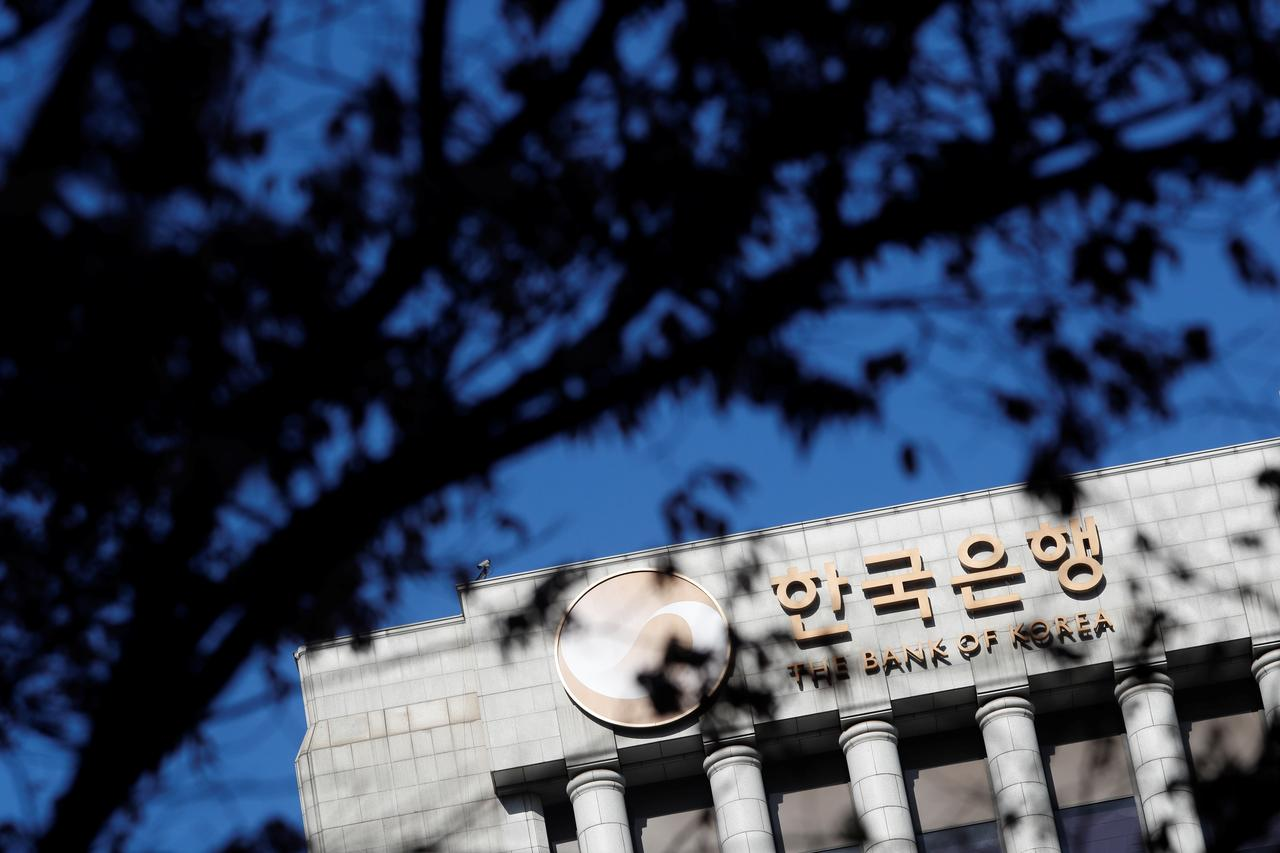 Bank of Korea holds off tightening policy on jobs, inflation worries