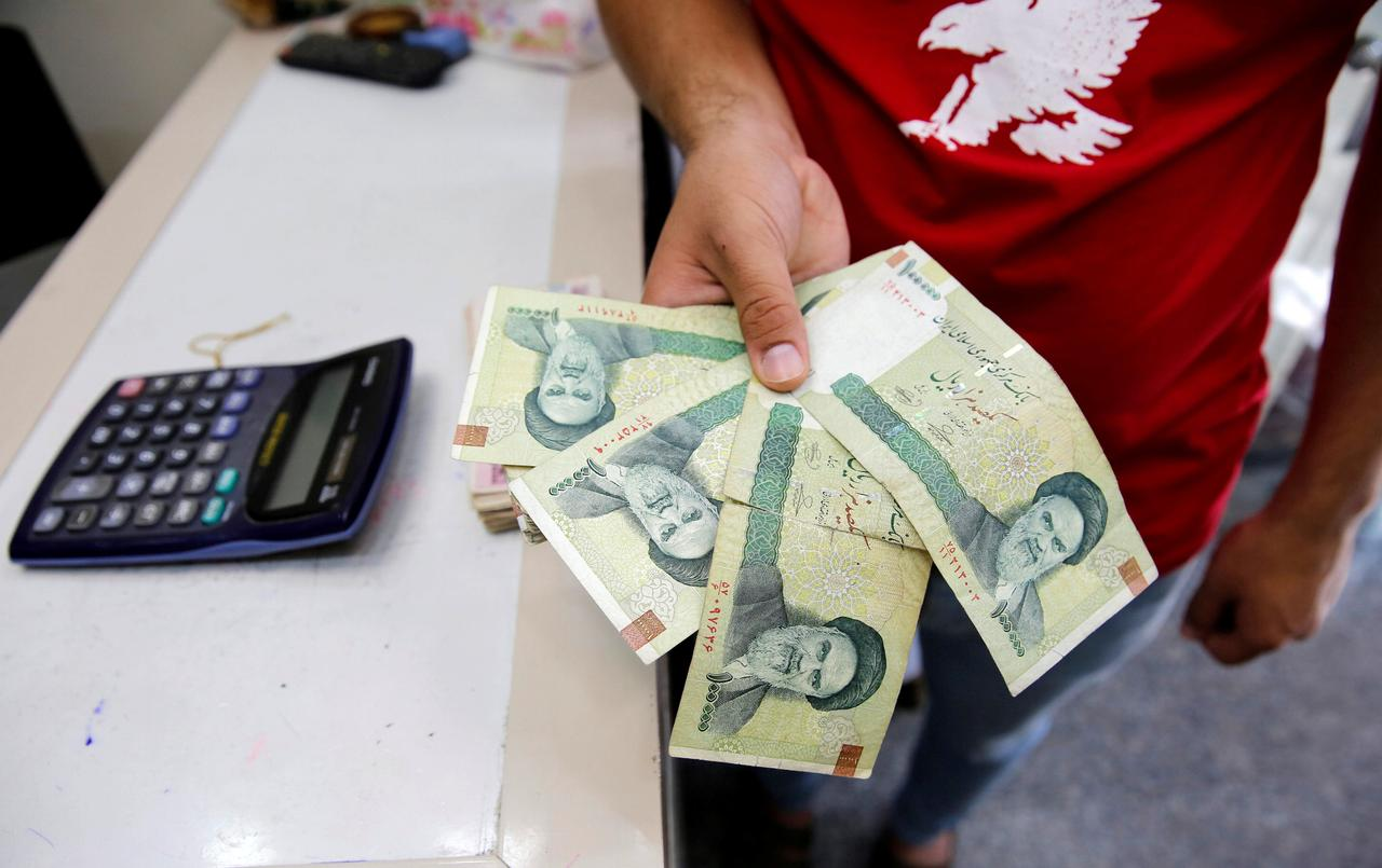 File Photo A Vendor Inspects Iranian Rials At Currency Exchange In Baghdad Iraq August 8 2018 Reuters Khalid Al Mousily