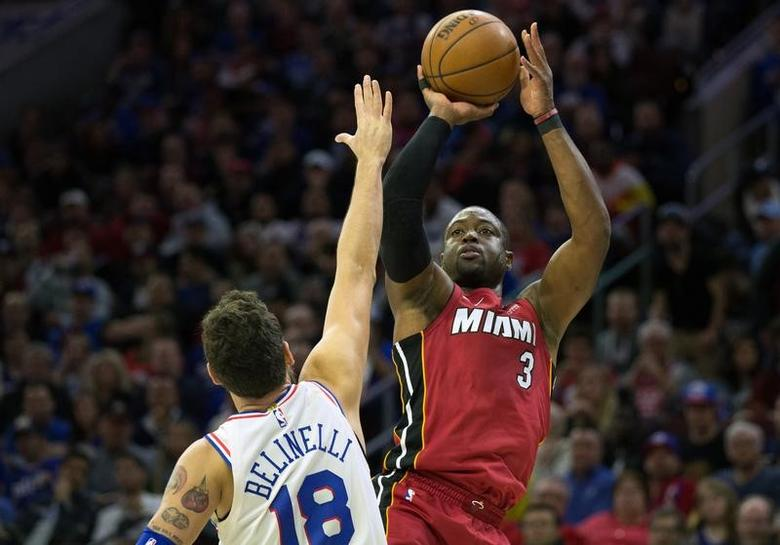 competitive price fb556 7d5d4 Wade back with Heat for final season | Reuters.com