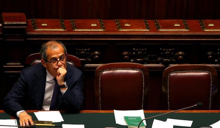 Italiens Wirtschaftsminister knickt im Defizitstreit ein