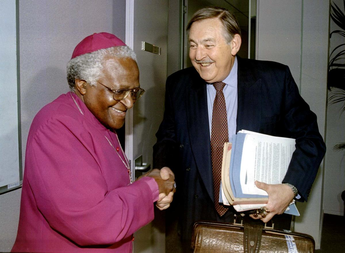 Pik Botha, global face of South Africa's apartheid state, dies at 86