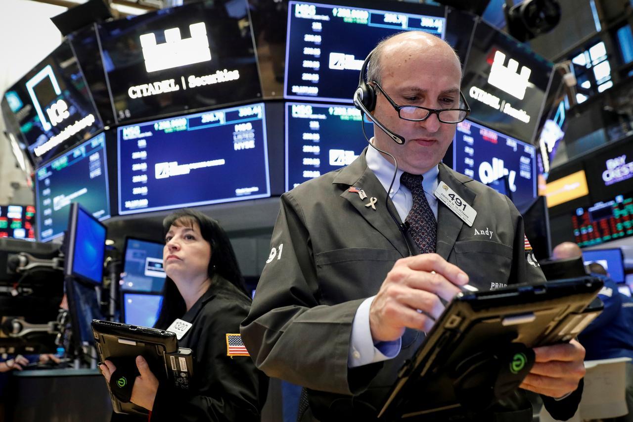 U S  data drags oil lower
