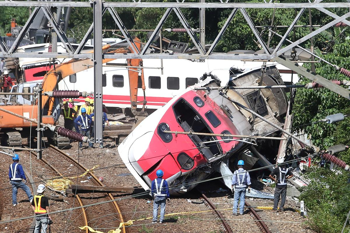Speed control on Taiwan train 'malfunctioned' before deadly accident